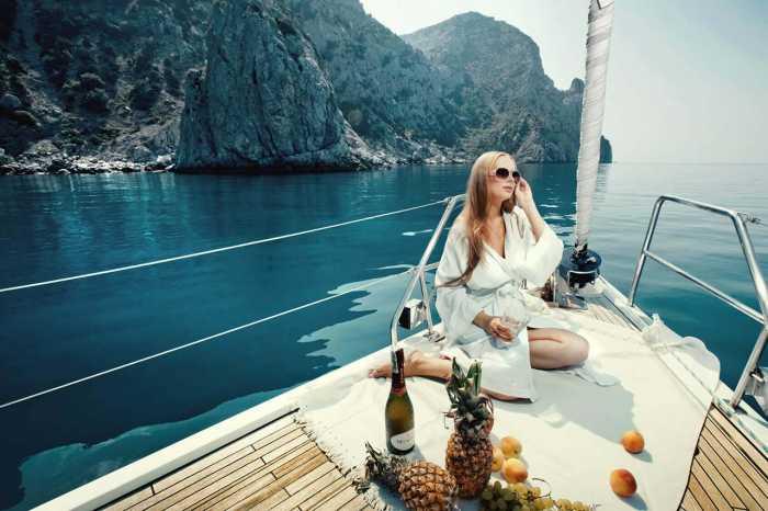 luxury boat rental in couple in ibiza
