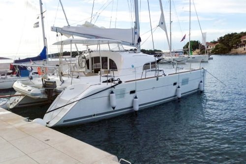 Catamaran Lagoon 380 S2 in ibiza 6