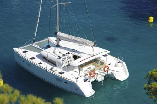 Catamaran Lagoon 400 in ibiza 8