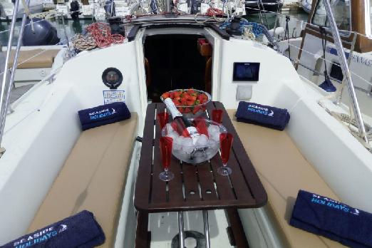 Sailboat Jeanneau Sun Odyssey 28 Ibiza