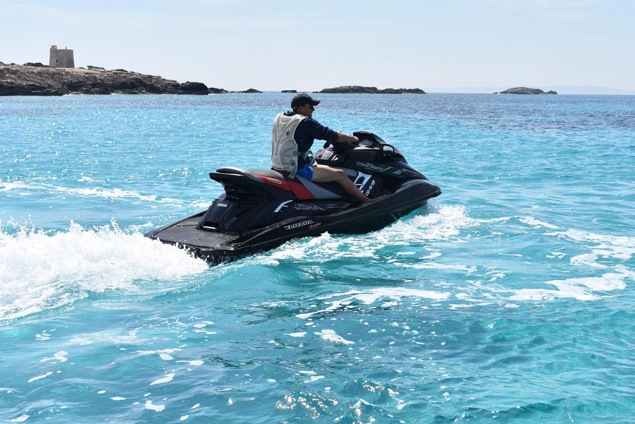 Yamaha-FX Waterproof Wireless rent in Ibiza