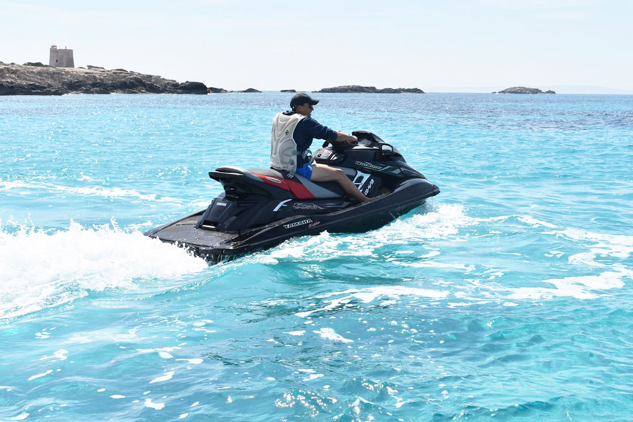rent water scooter yanaha fx in Ibiza
